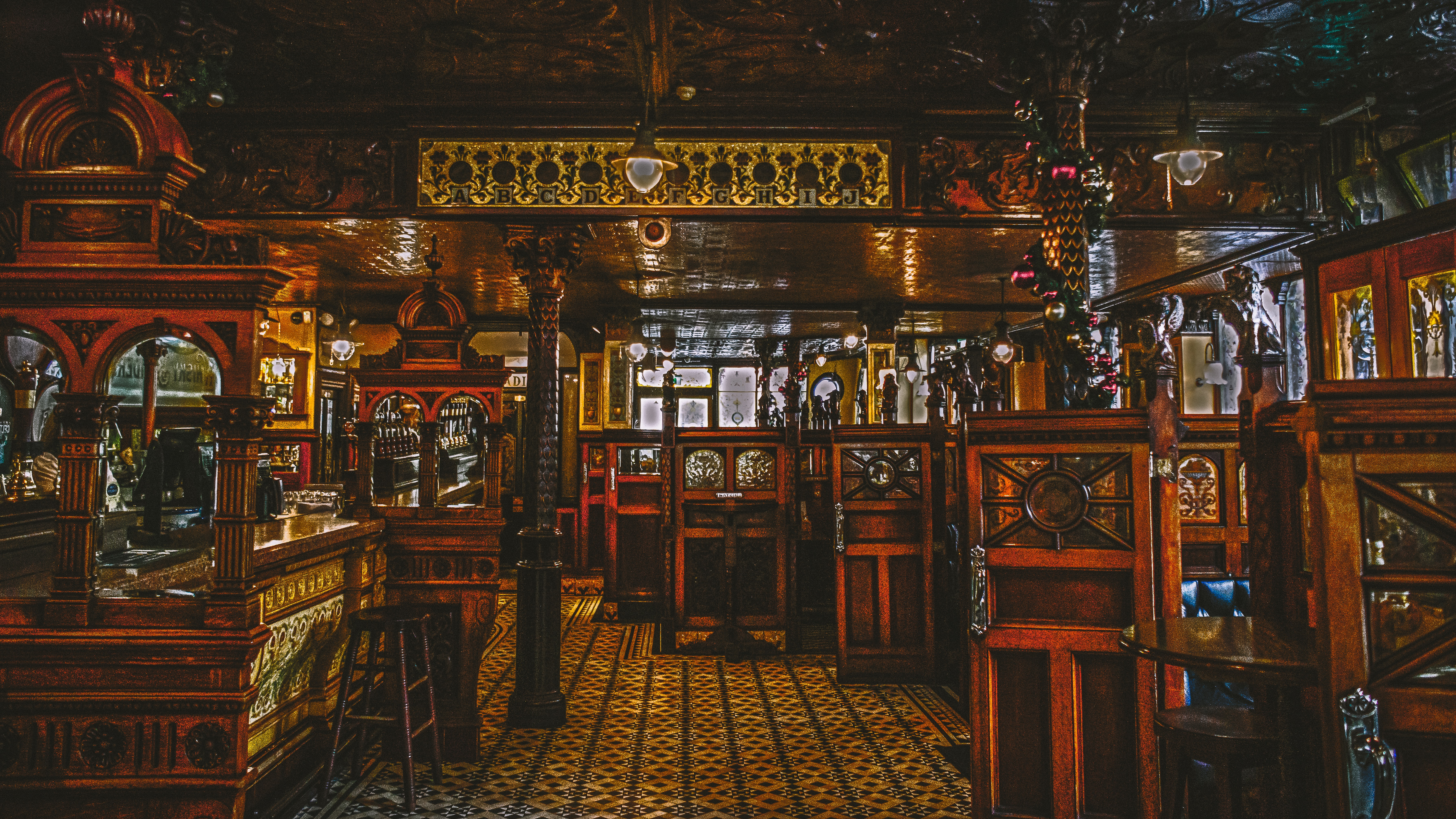 Pub 2 Photo by K. Mitch Hodge on Unsplash